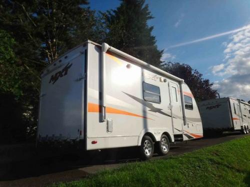 wohnwagen hauler trailer mxt mit laderampe. Black Bedroom Furniture Sets. Home Design Ideas