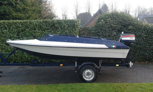 sehr sch nes rennboot sportboot speedboot 20ps yamaha. Black Bedroom Furniture Sets. Home Design Ideas