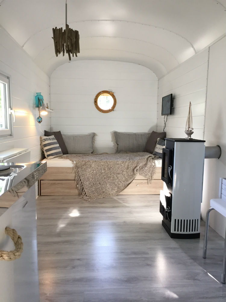 neu ausgebauter bauwagen komplett m bliert marktplatz freizeit. Black Bedroom Furniture Sets. Home Design Ideas