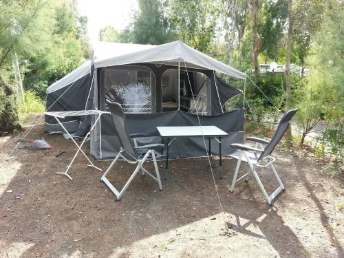 neuwertiger faltcaravan der camplet. Black Bedroom Furniture Sets. Home Design Ideas